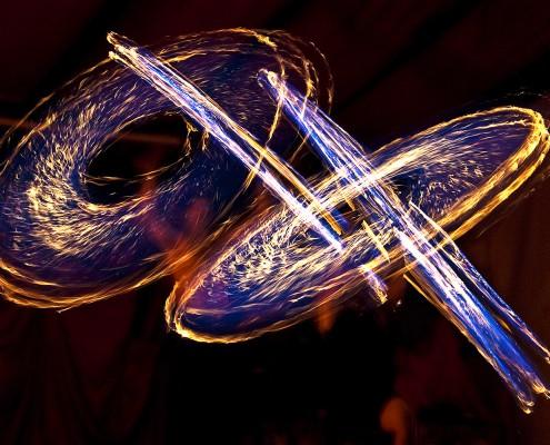 Feuerbilder mit brennenden Seilen